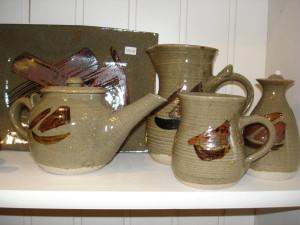alan-gaillard-irish-pottery-connemara-stoneware-group-hooker-range (2)
