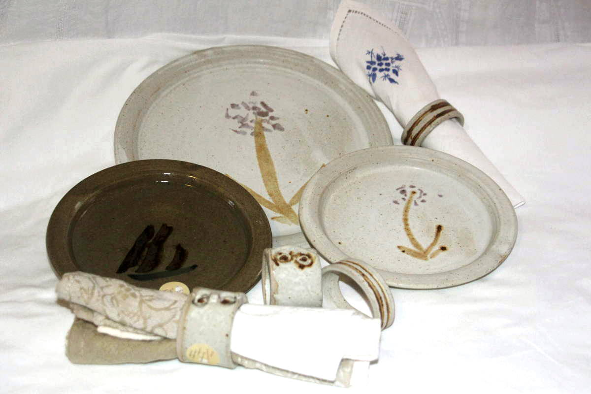 Alan-gaillard-irish-pottery-connemara-stoneware-dinner-side-plates-serviette-rings