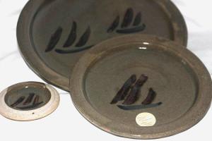 Alan-gaillard-irish-pottery-connemara-stoneware-plates-hooker