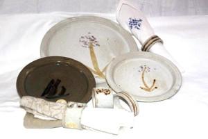 Alan-gaillard-irish-pottery-connemara-stoneware-plates-serviette