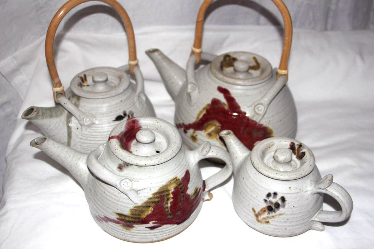 Alan-gaillard-irish-pottery-connemara-stoneware-teapots-copper-red