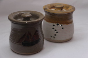 alan-gaillard-irish-pottery-connemara-stoneware-Garlic pots