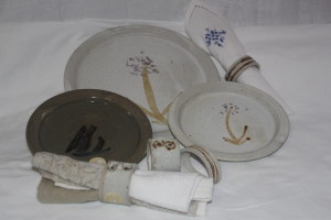 alan-gaillard-irish-pottery-connemara-stoneware-dinner-side-plates-serviette-rings